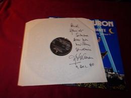 AUTOGRAPHE  LE 9 12 1980   SUR POCHETTE DU DISQUE  INTERIEURE  DU VINYLE °° THIERRY LE LURON  CHANTE FEERIES - Autographes