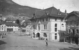 (60) CPA  Vallorbe  Casino Et Place Du Pont  (Bon Etat) - VD Vaud