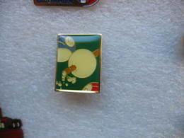 Pin's Boule De Billard Transpercée Par La Canne - Billiards