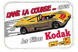 Autocollant - Photographie - KODAK - Dans La Course... Avec Les Films Kodak - 12 X 8 Cm - - Autocollants