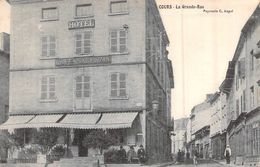 CPA [69] Rhône > Cours-la-Ville LA GRANDE RUE L HOTEL CARTE ANIMEE CIRCULEE TIMBRE - Cours-la-Ville