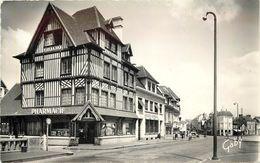 PONT L'EVEQUE - Rue Saint Michel. (pharmacie Et Banque Société Générale). - Pont-l'Evèque