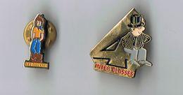 LOT 2 PIN`S - ST ETIENNE DES  OULLIERES - INTER CLASSES EN 4 CONSCRITS DS LE RHONE - Badges