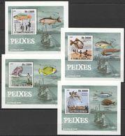 E250 2009 S.TOME E PRINCIPE FISH & MARINE LIFE PEIXES FISHING 4 LUX BL MNH - Fische