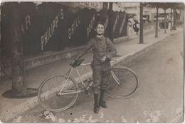 Carte Photo Femme Uniforme Vélo Bicyclette Café Bar Restaurant Philipp's Lieu à Identifier - Cafés