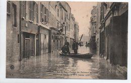 MEAUX (77) - INONDATION DES 25,26, ET 27 JANVIER 1910 - RUE DU TAN - PASSAGE DES HABITANTS EN BATEAU - Meaux