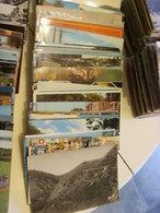 LOT De Plus De 1000 Cartes Postales Modernes, Semi-modernes Et Anciennes. - Postcards