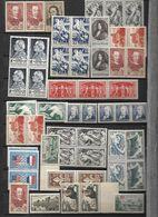 France ENORME LOT DE TIMBRES NEUFS N** MNH  Années 1950 - 59 - Verzamelingen