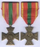 Médaille Croix Du Combattant Volontaire 1939 - 1945 ( Modèle Peu Courant ) - France