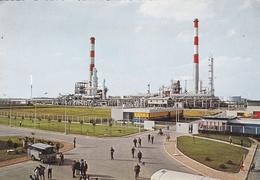 CPSM  Dentelée  De  GRANDPUITS  (77)  -  Raffinerie De L' Ile De France  C.O.R.I.F.    //  TBE - Altri Comuni