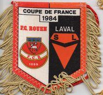 Fanion Du Match De Coupe De France FC ROUEN / LAVAL 1984 - Habillement, Souvenirs & Autres