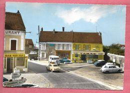 Le Plessis-Chenet  - La Place Et Route De Milly-la-Forêt - France