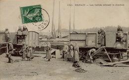 22 DENAIN  LES CAFUTS CRIBLANT LE CHARBON - Other Municipalities