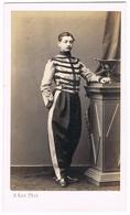 Cdv Lieutenant Des Chasseurs D'Afrique Avec Dolman De Fantaisie , Médaille De Crimée Vers 1860 - Ancianas (antes De 1900)