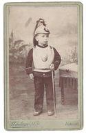 Photo CDV Enfant Costumé En Hussard, Militaire ( Photo Castanié & Cie, Aurillac ) - Anonymous Persons