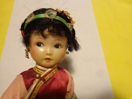 Atypique Poupee De Quelle Region Ou Pays A Determiner ???? Avec Marquage Dans La Nuque  Hauteur  25cm - Dolls
