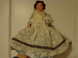Poupee Folklorique   Hauteur  27cm (grande) Region A Determiner - Dolls