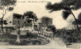 30 ALAIS - Fort Vauban Et Statue Lafare - Animée - (Alès) - Alès