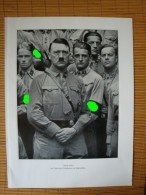 Altes Bild Auf Papier, Der Führer Adolf Hitler Im Kreise Von Teilnehmern Der Führersch, Größe Ca. 30,7 Cm X 22,5 Cm ! - Dokumente