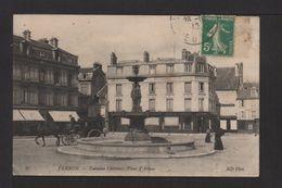 CPA . Dépt.27. VERNON . Fontaine Chérence . Place D'Armes . Fiacre . - Vernon
