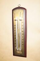Ancien Baromètre,thermomètre A Suspendre,dimensions; 22 Cm. Sur 6,5 Cm.originale - Other Collections
