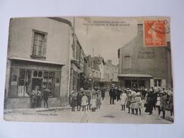 MACHECOUL - Place De L'Eglise Et Rue St-Honoré  N°2727 - Machecoul