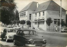 Carte Semie Moderne Grand Format De  ST CYR L'ECOLE-la Poste Avec Une Panhard Et Une 4 Ch - St. Cyr L'Ecole