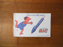 ELLE COURT ELLE COURT LA POINTE BIC  BUVARD D'APRES SAVIGNAC - Buvards, Protège-cahiers Illustrés