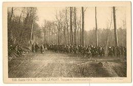 SUR LE FRONT - Troupes En Marche Sous Bois  - - Guerre 1914-18