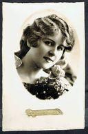 Jeune Femme Avec Rose - Circulé - Circulated - Gelaufen - 1943. - Femmes