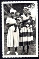 CP-PHOTO ANCIENNE AFRIQUE- CAMEROUN- YOKO- 2 JEUNES FEMMES AVEC LEUR ENFANT- TRES GROS PLAN - Cameroon