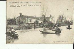 Poiré-sur-Velluire  85    Les Huttes Lors Des Crues  D'Hiver ( Soins Du Menage Se Font En Bateaux Bien Animée - Frankreich