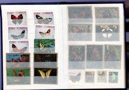 Petit Album Neuf Contenant 126 Timbres PAPILLONS . Ensemble En Excellent état Avec Intercalaires Transparents - Postzegels