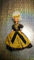 Poupée De Collection Authentique Année 30 40 50 - Vêtement / Costume Traditionnel Avec Coiffe Dentelle - Dolls