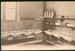 Ecole Supérieure De Gondecourt - Lavabo - Otros Municipios
