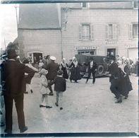 PHOTO ORIGINALE STEREOSCOPIQUE SUR PLAQUE DE VERRE 1930 FINISTERE PLOUGASTEL DAOULAS NOCES DANS LE BOURG ( 1 ) - Photos Stéréoscopiques