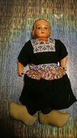 Poupée De Collection Authentique Année 30 40 50 - Vêtement / Costume Traditionnel - Collier En Perles - Sabot En Bois - Dolls