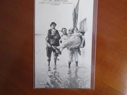 Berck Plage , Larrivee Du Bateau De Promenade , Debarquement Des Passagers - Berck