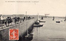112- DOUARNENEZ- VUE GENERALE DU GRAND MOLE- LE GRAND PORT   BELLE CARTE ANIMEE 1910 - Douarnenez
