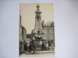 CPA 51 REIMS La Fontaine Golinot  T.B.E. Animée Vélo - Reims