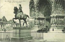 AK / CPA Reims Monument Jeanne D'Arc + Voiture Ancien Avant L'Eglise 1929 #01 - Reims