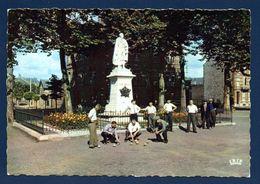 08. Givet. Place Et Statue Etienne Mehul ( 1955 - Sculpteur Marcel Grattesat). Joueurs De Pétanque - Givet