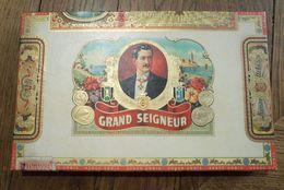 Boite à Cigares GRAND SEIGNEUR Excellent Etat => Voir Photos Cigare Tin Box Case Cigars Scatola Di Sigari Zigarrenkiste - Caves à Cigares Vides