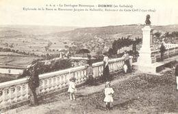 CPA DE DOMME  (DORDOGNE)  ESPLANADE DE LA BARRE ET MONUMENT JACQUES DE MALLEVILLE - France