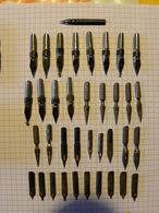 Lot De 37 Plumes Divers Modèles  Dans Une Petite Boite Metallique Warmor - Pens