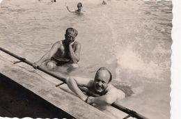 Ein Schöner Sommertag Im Freibad - Pin-Ups