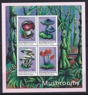4 Timbres ** Champignons  De Grenade Carriacou Petite Martinique  (voir Tous Les Timbres Champignon Dans Ma Boutique) - Champignons