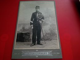 PHOTO MILITAIRE AVEC SABRE ET DECORATION PHOTO DETON CORNAND CHARLEROI - Oorlog, Militair