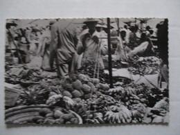 "CPA CPSM CP MADAGASCAR TANANARIVE ANTANANARIVO V1950/1955 - LE ZOMA / MARCHANDS DE FRUITS- ED "" LA CARTE AFRICAINE "" BE - Madagascar"