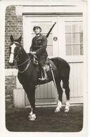 Militaire Ou Gendarme A Cheval - Uniformes